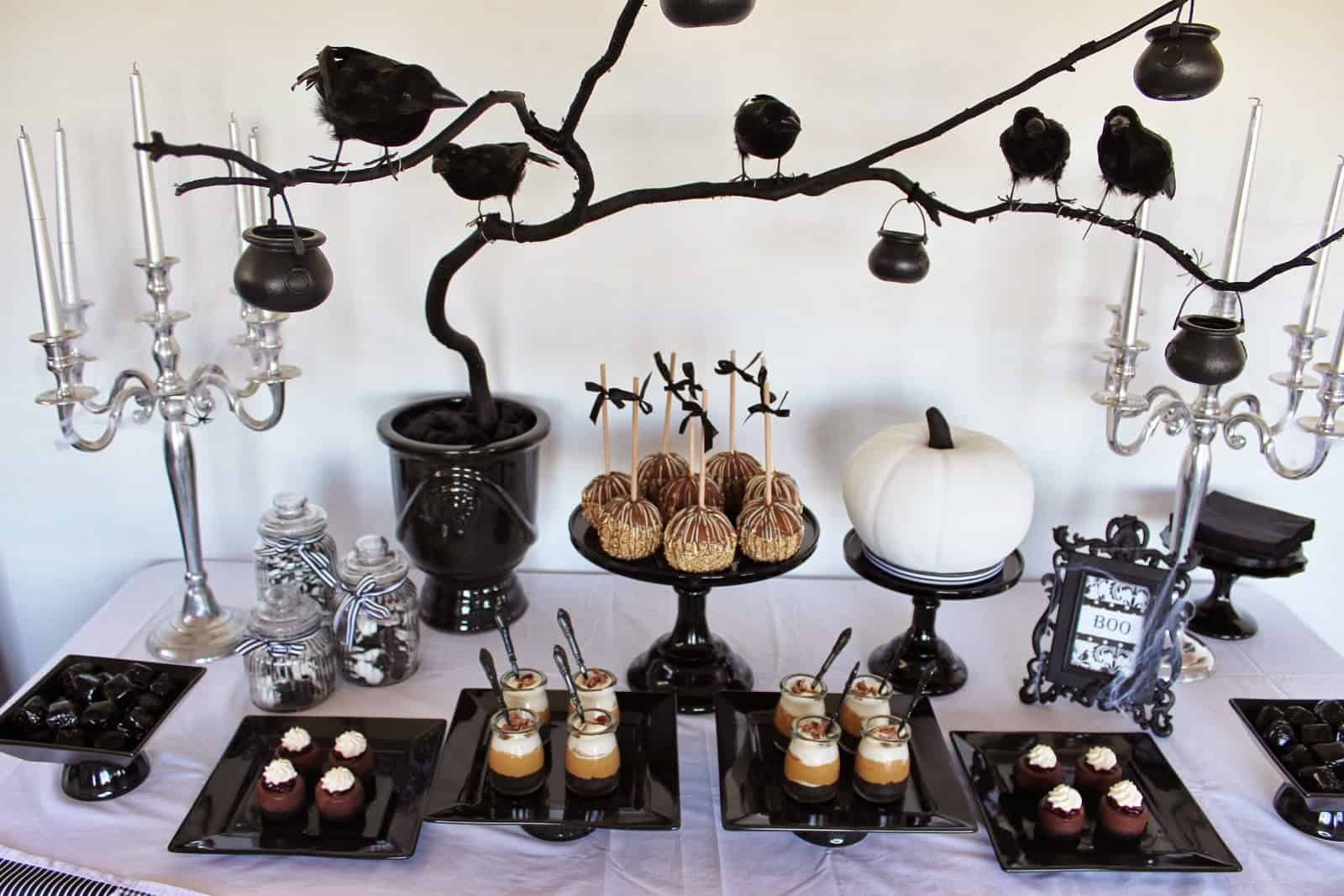 Incredible 10 Decorating Ideas For A Stunning Halloween Table Beutiful Home Inspiration Xortanetmahrainfo