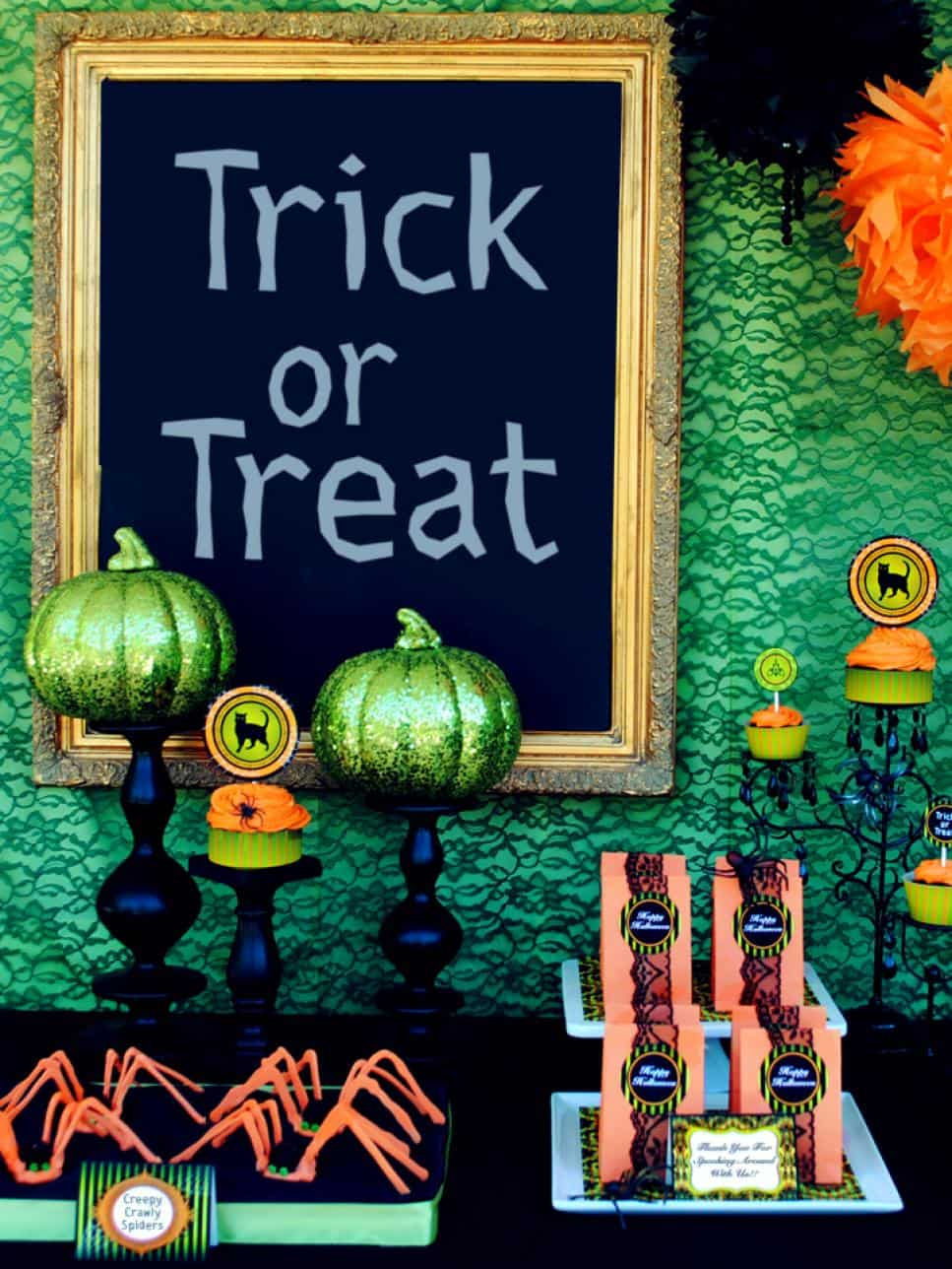green and lace halloween 10 Decorating Ideas For A Stunning Halloween Table