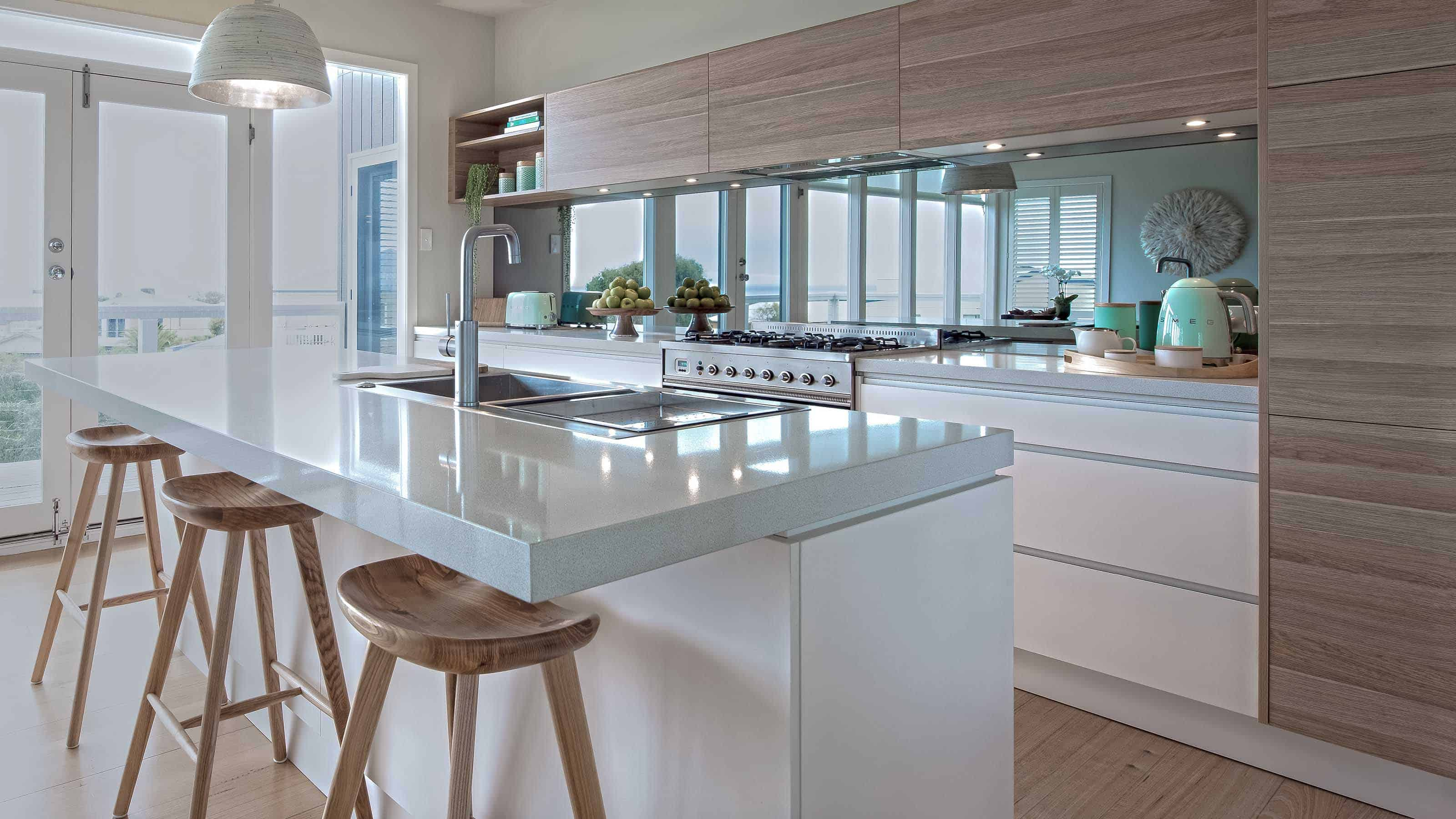 Mirror_Kitchen_Glass_Splashback-mirraGLO_FUSHION_Torquay_www.geelongsplashbacks.com.au