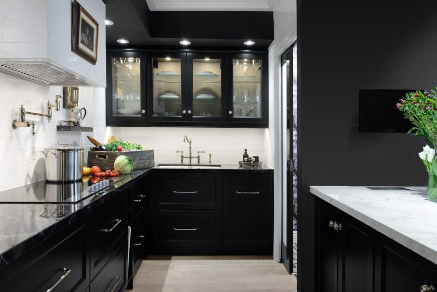 modern black kitchen cabinet from Elle 900x601 15 Black Kitchen Cabinets That Youll Swoon For