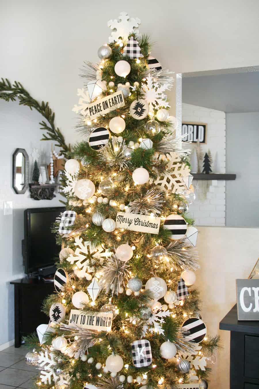 black and white christmas tree 2 Christmas Tree Decor You Need Right Now!