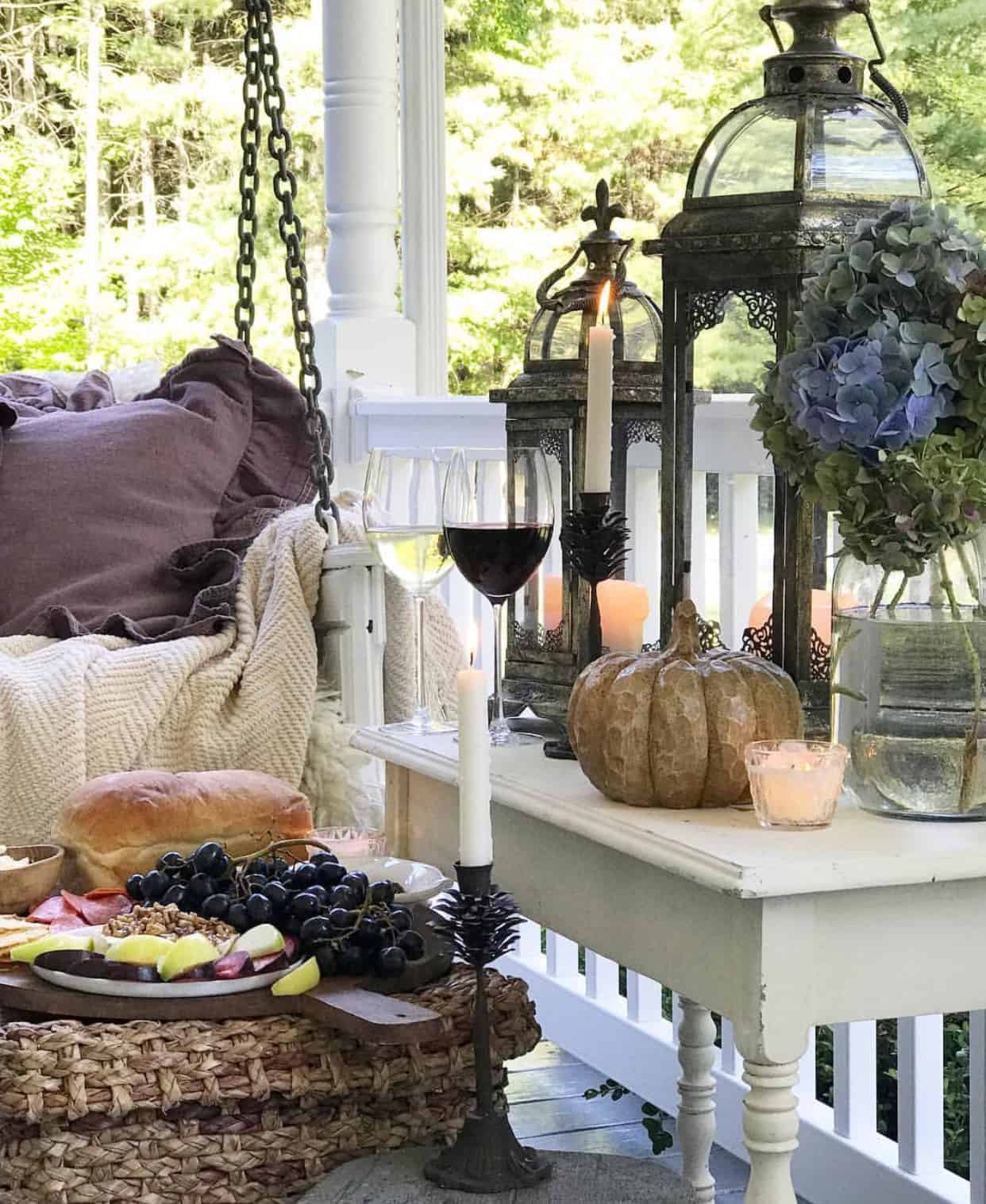 fall table Tips To Transition Your Patio From Summer To Fall