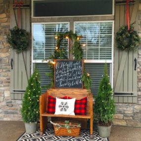Cheerful Porch Decor That Scream Holiday Fun
