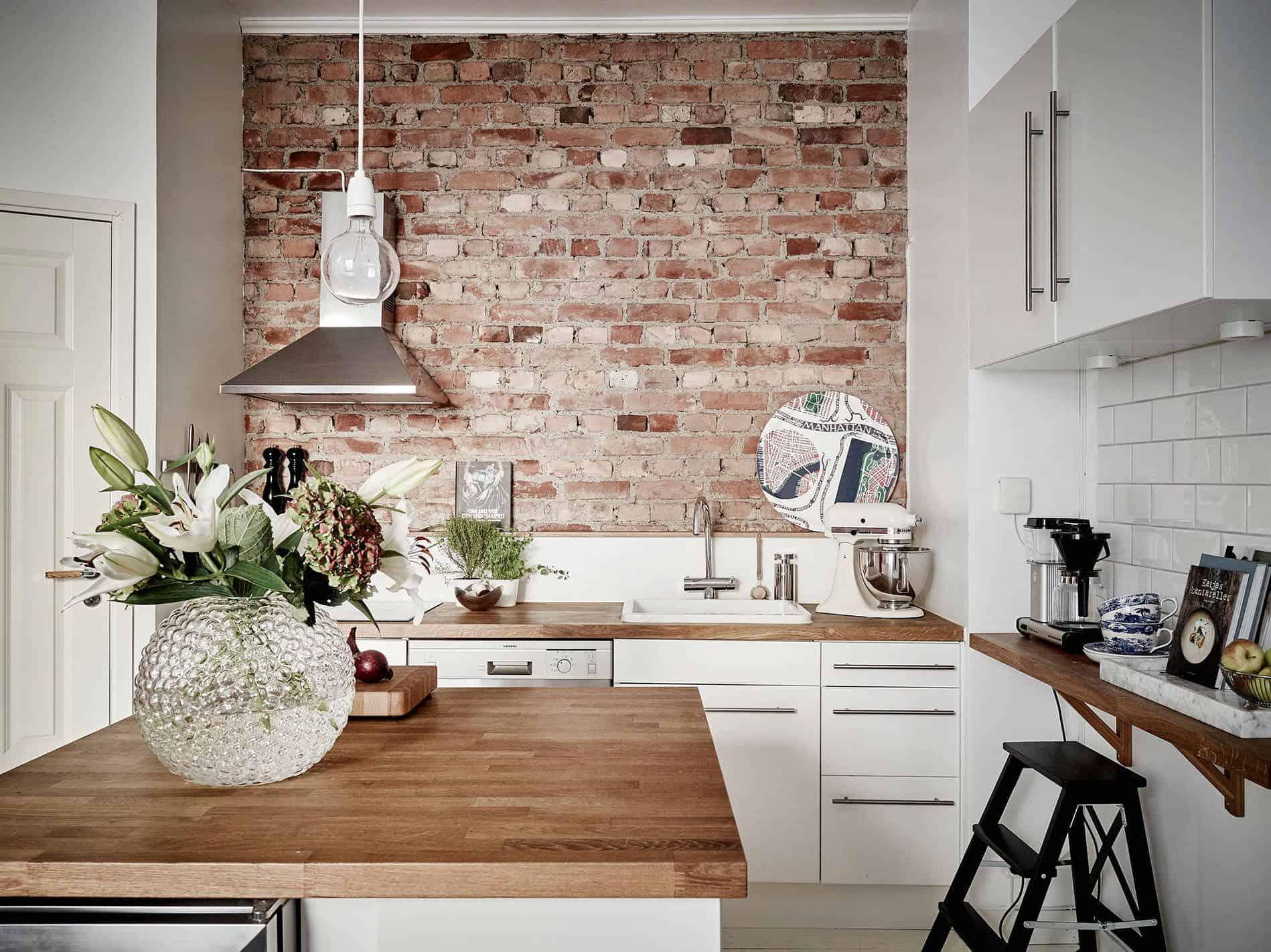accent walll kitchen