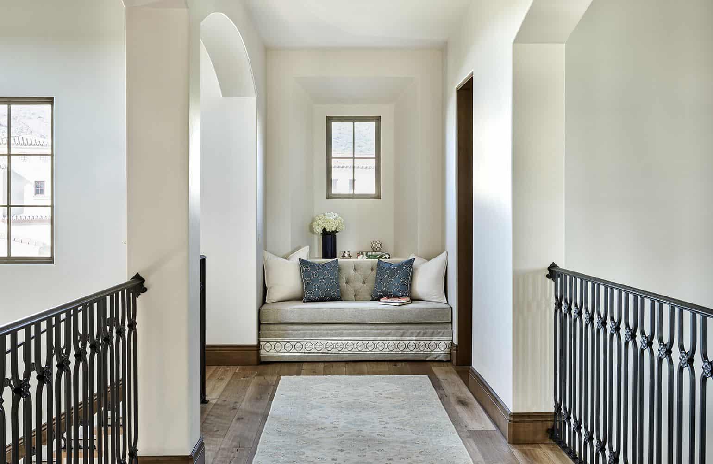 elegant hallway nook Alluring Hallway Decor Ideas