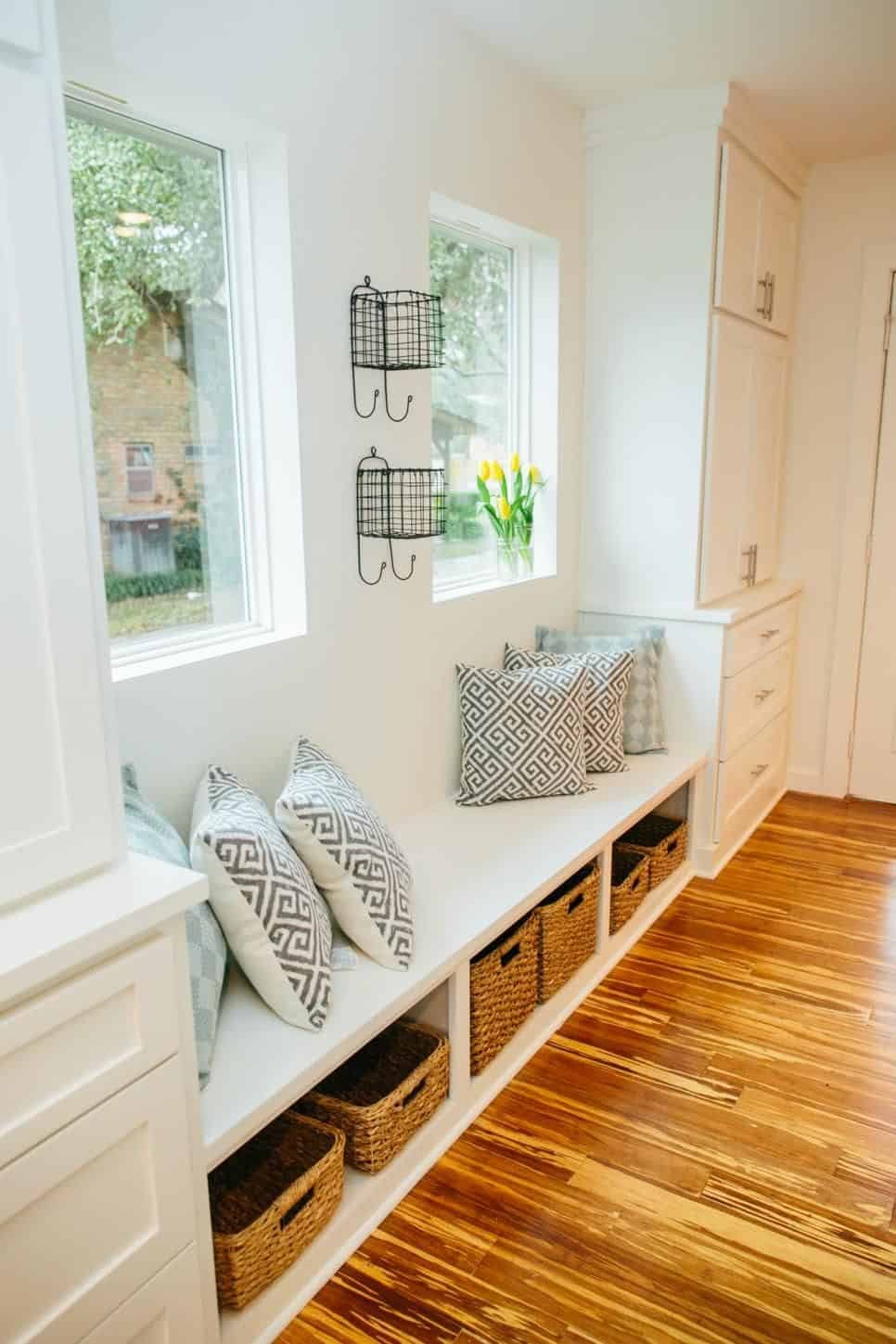window seating in entryway