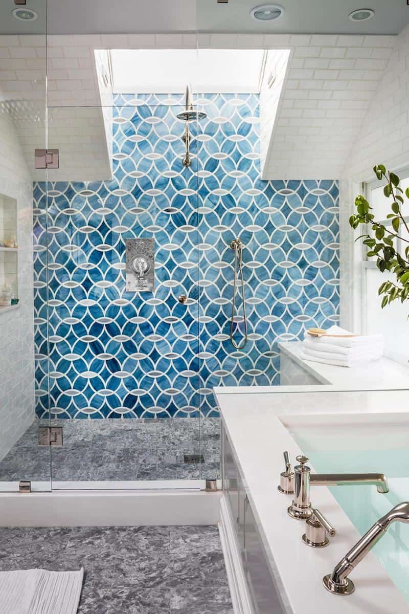 bathroom with shades of blue