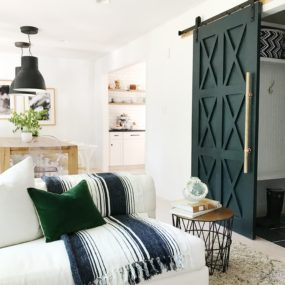 Awesome Sliding Barn Door Décor Ideas