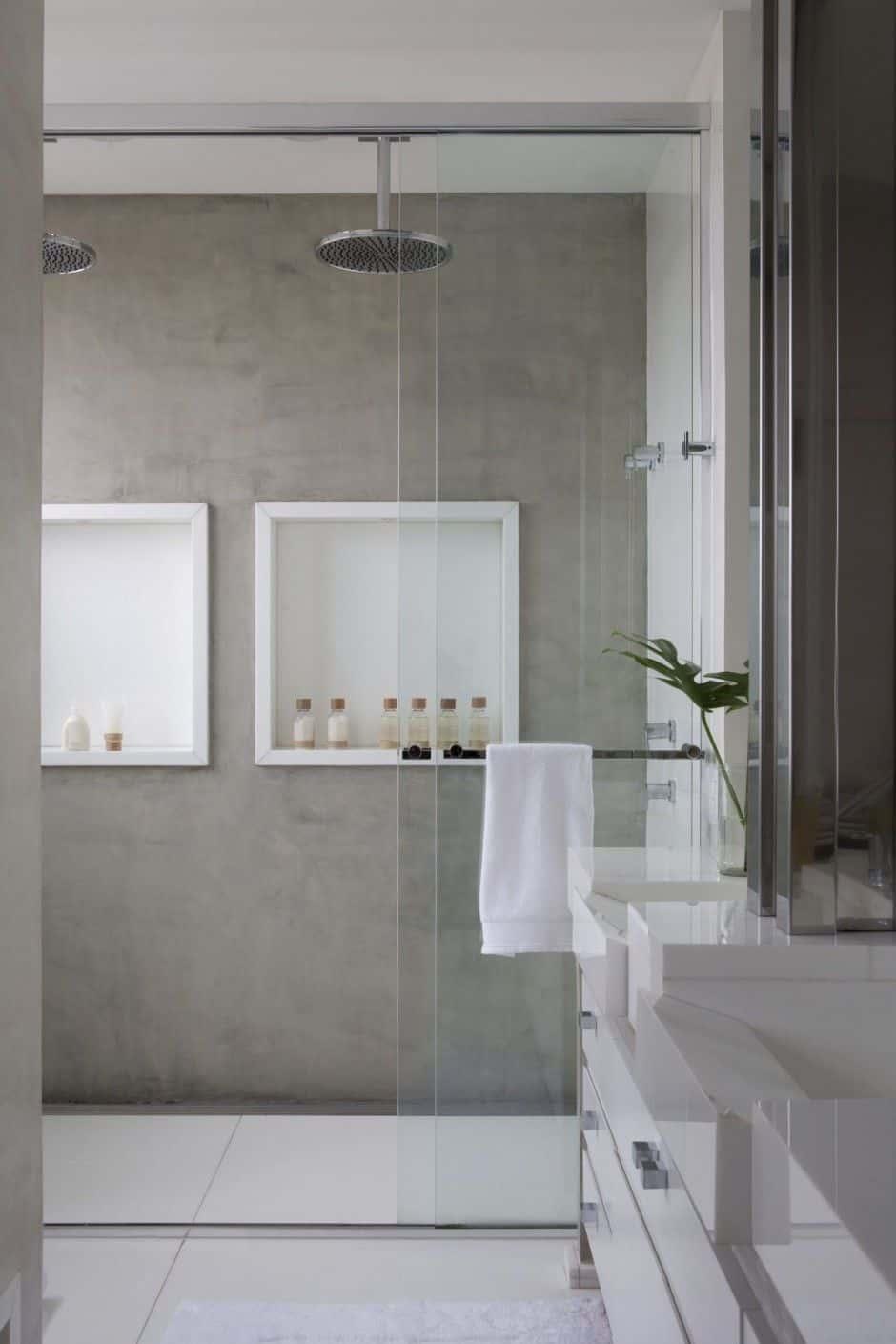 bathroom with shower nitch