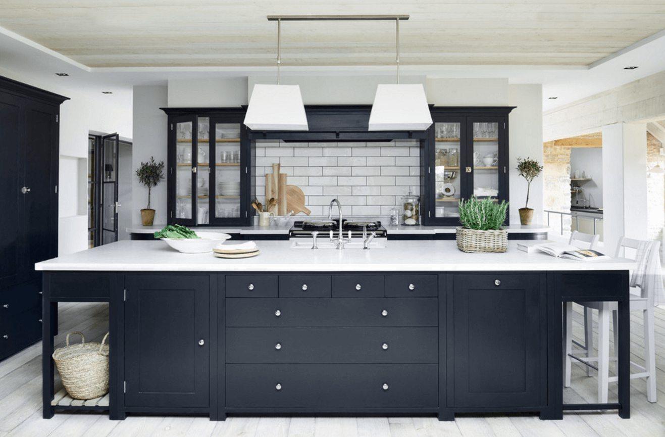 blacka nd white cabinets