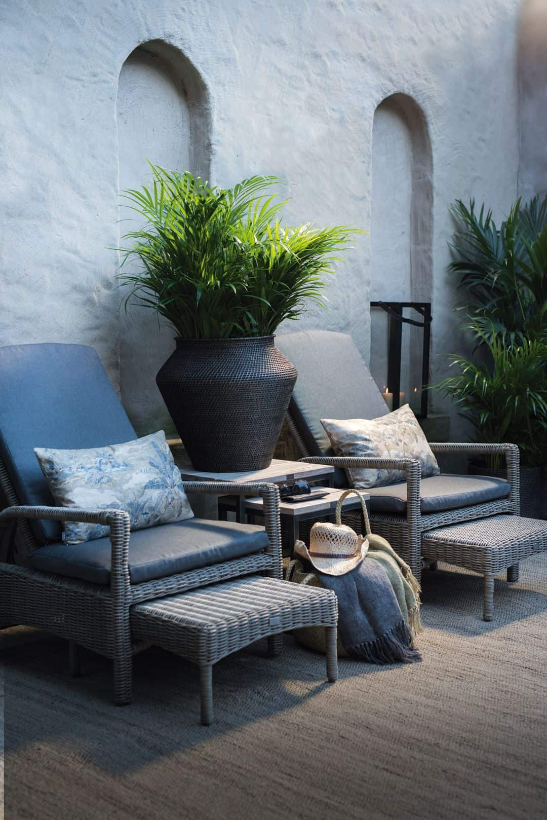 accen chairs in patio