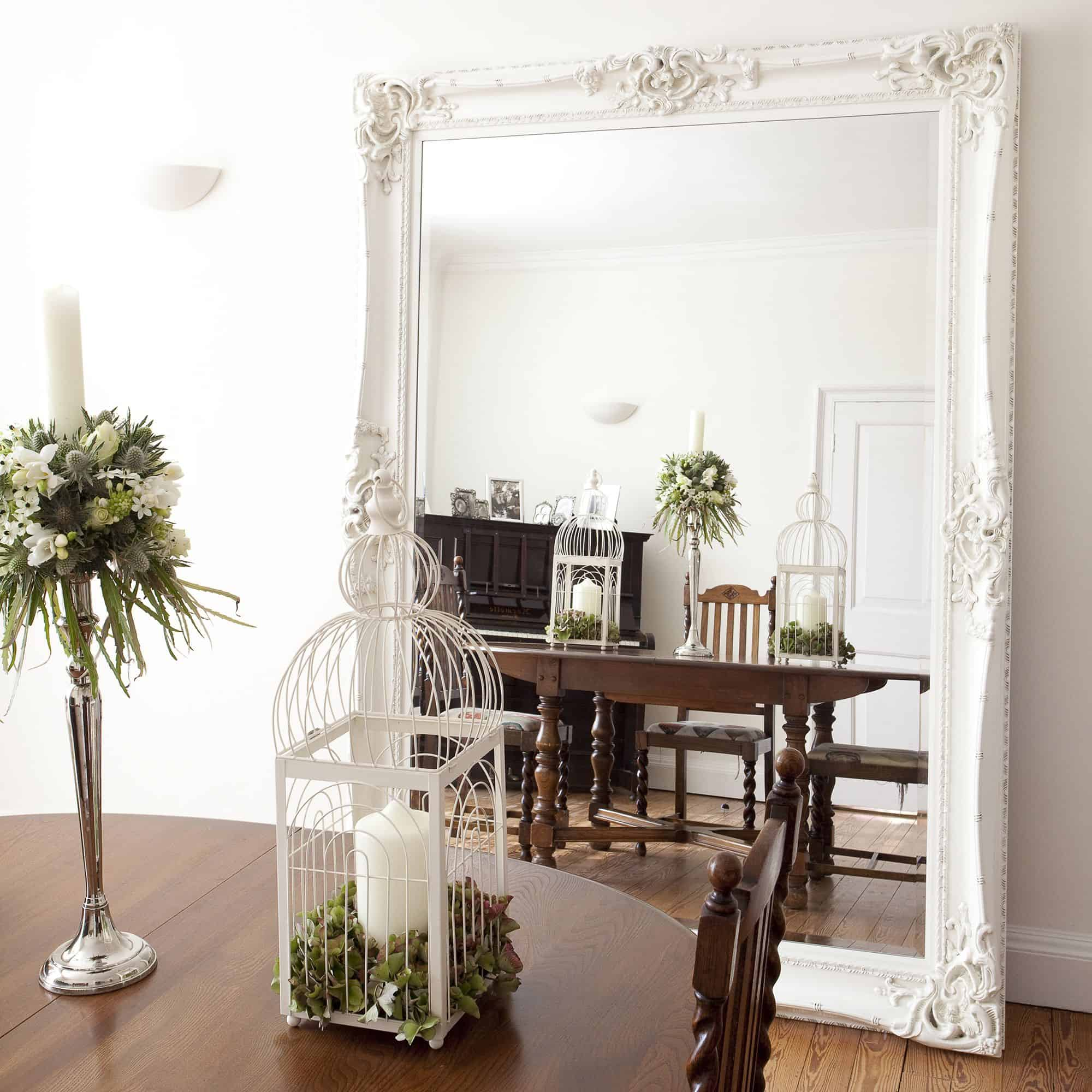 large mirror 10 Stylish Accent Walls To Dress Up Your Dining Room