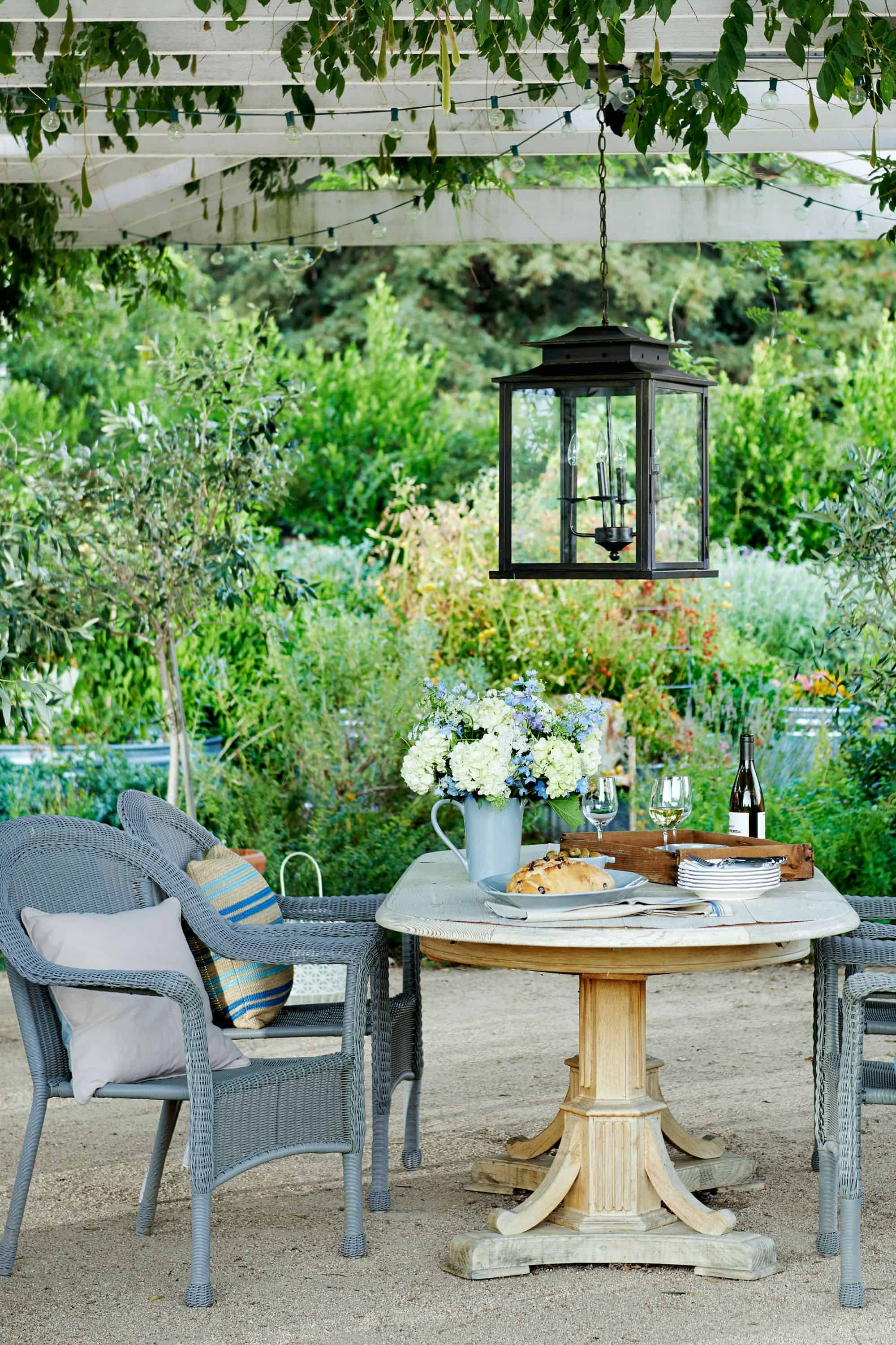 statement table Chic Luxurious Patio Ideas perfect for a hot summer