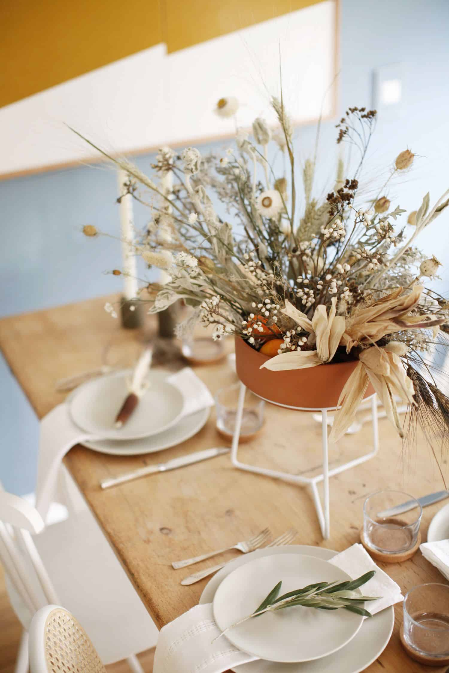 dried flwers Stunning Fall Dining Room Centerpiece Ideas