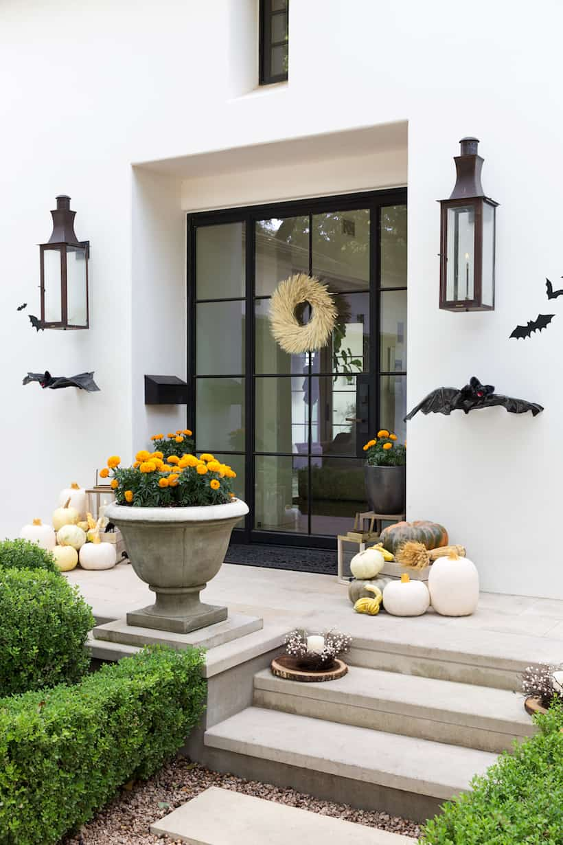 siple and sophistcated Best Outdoor Halloween Decorating Ideas For An Eerie Twist