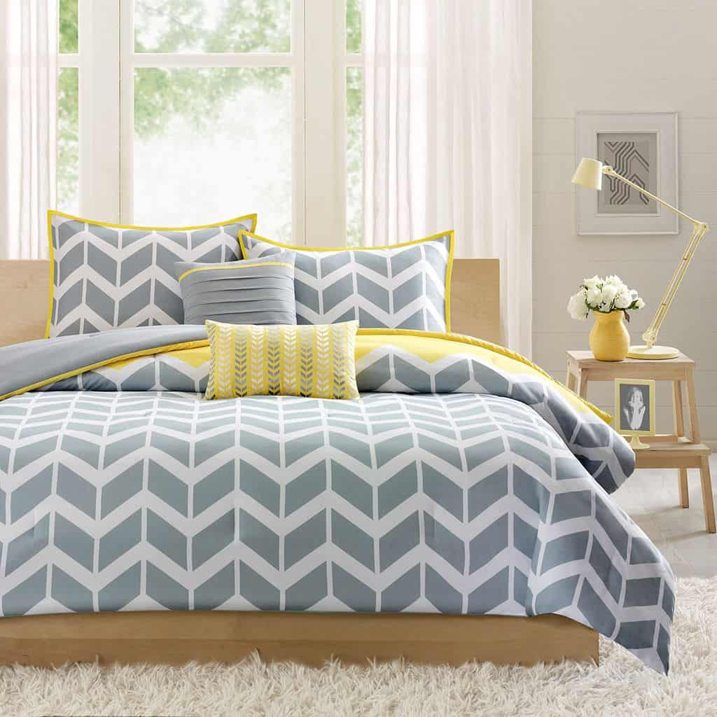 yellow pattern Charming Yellow Bedrooms To Brighten Your Day