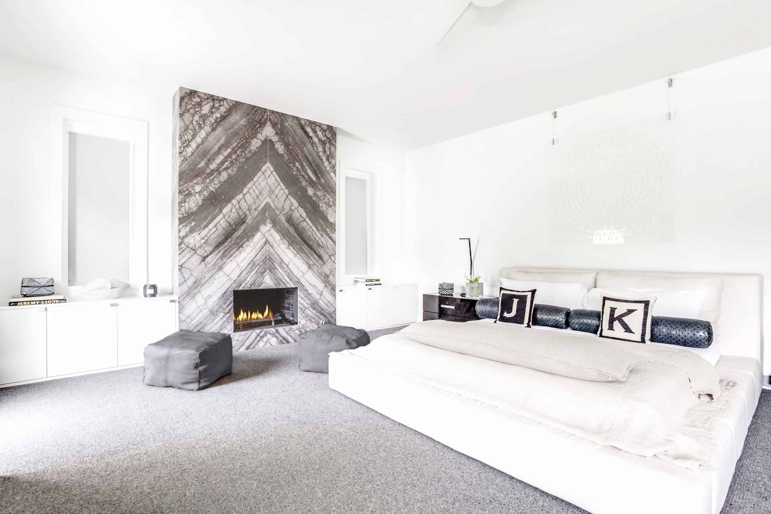 fireplace wih bedroom