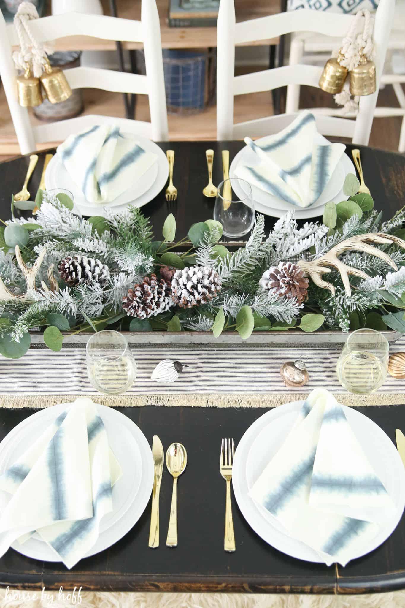 greenery in dinin table