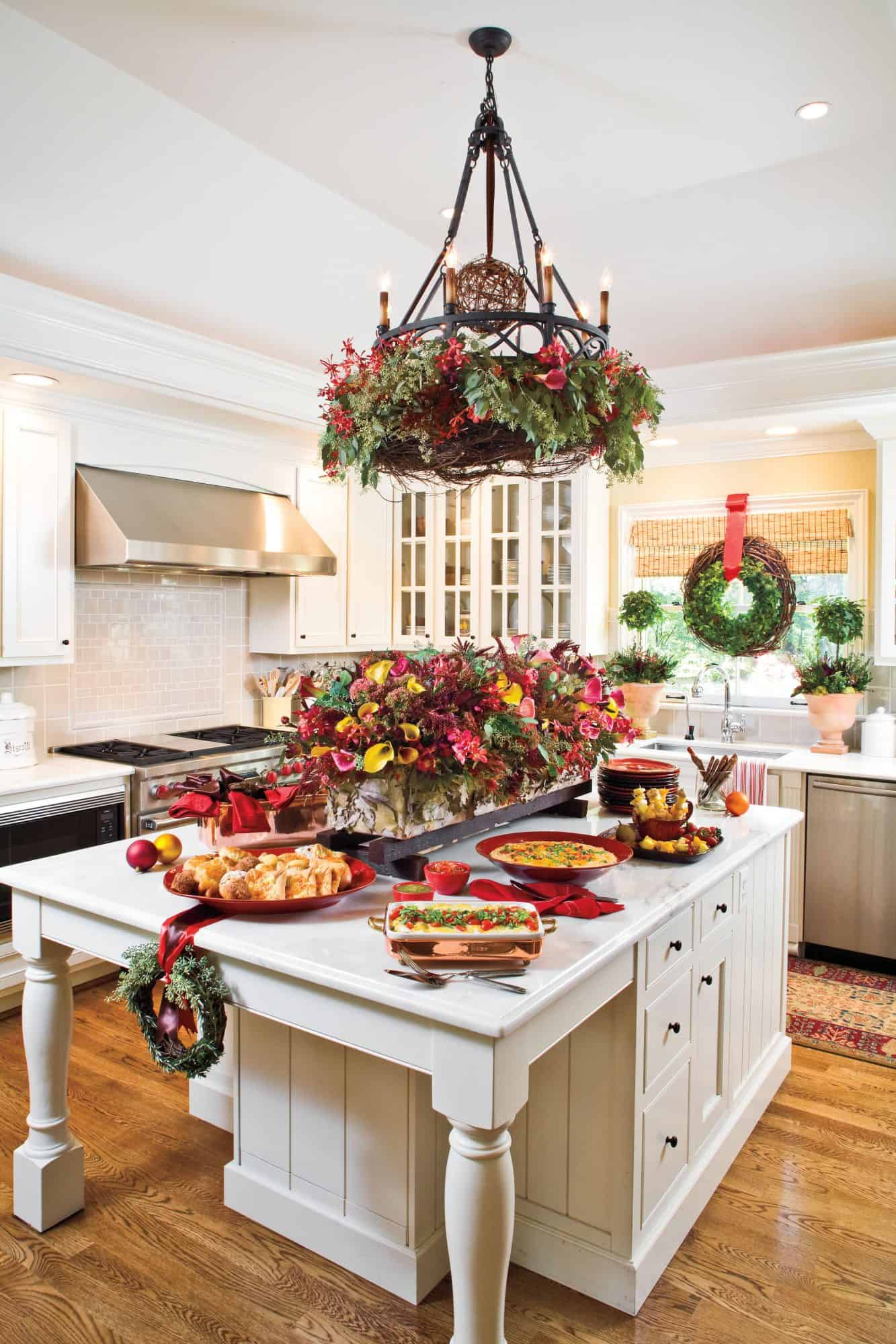 christmas kitchenw with treats Bring holiday cheer to your kitchen with these Christmas ideas