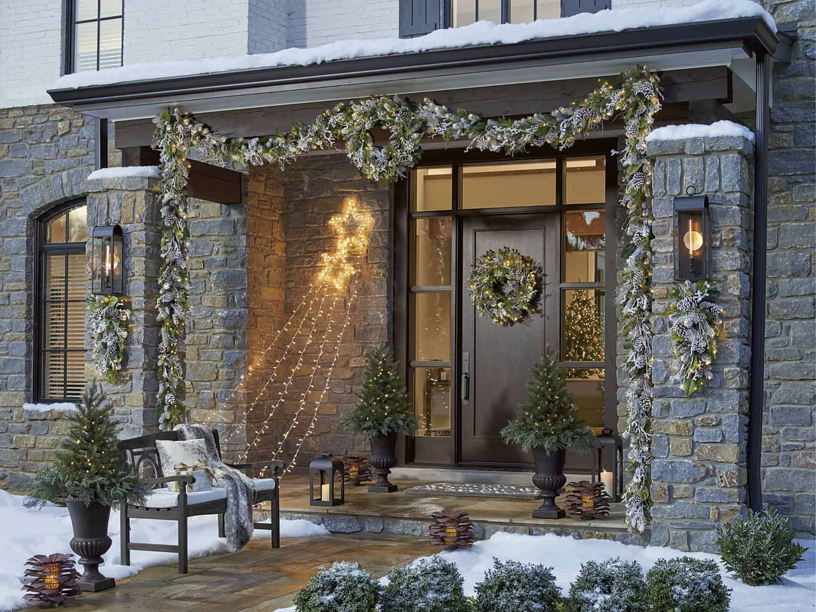 garlabd outside Fabulous Christmas Garland Ideas To Charm Your Guests Away