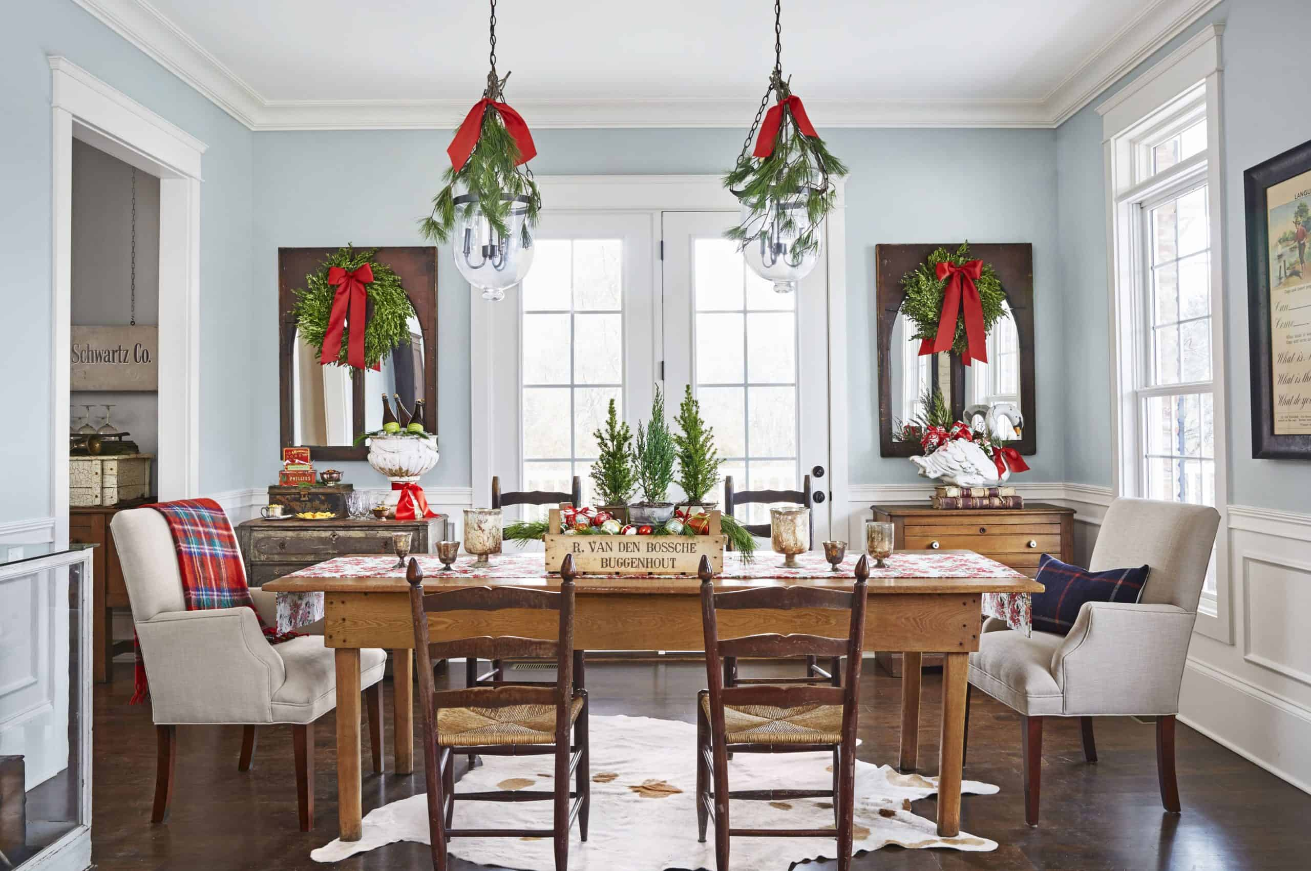 red andb grren scaled Christmas Table setting ideas to brighten your Holiday Parties