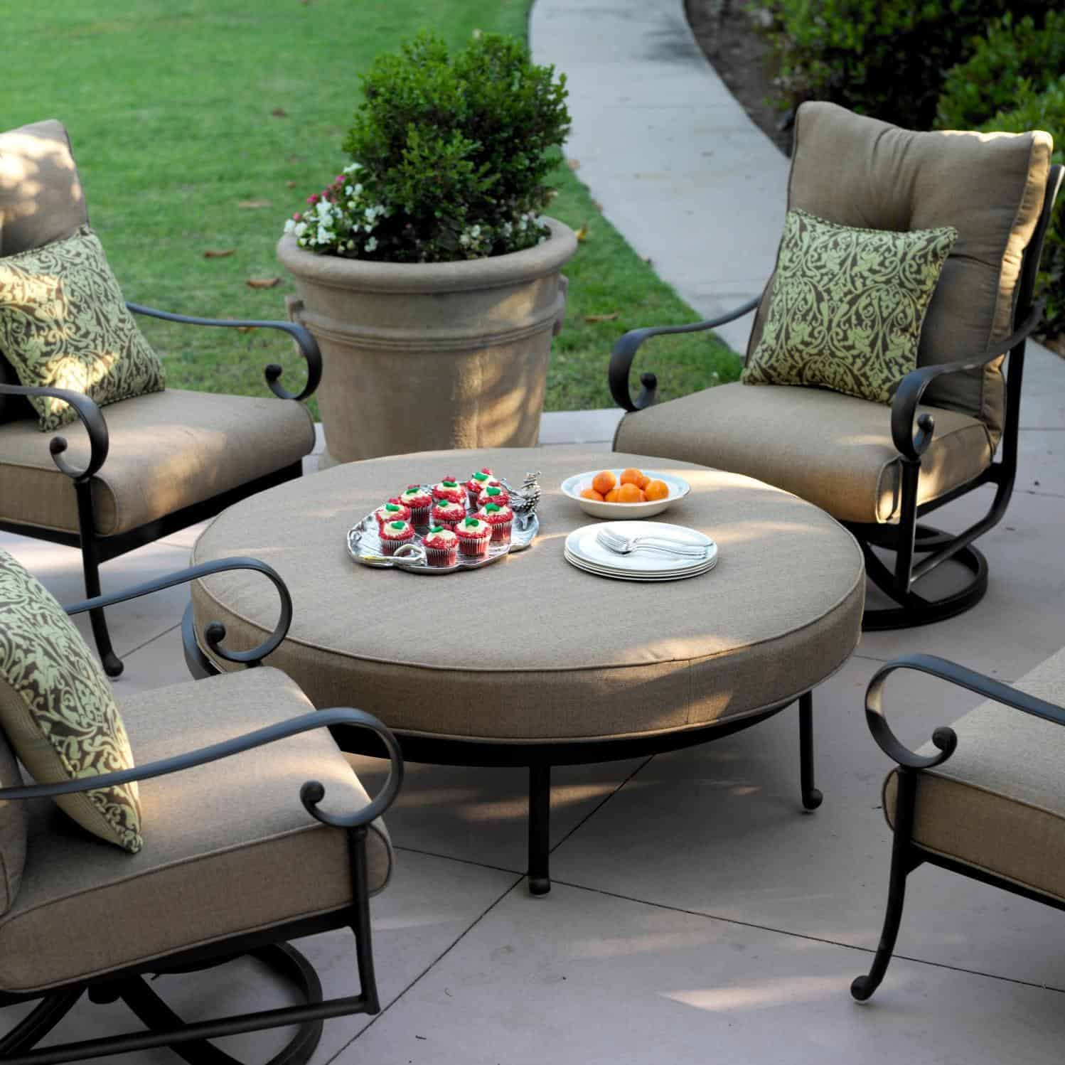 large ottoman How to decorate a small Patio   10 inspiring ideas
