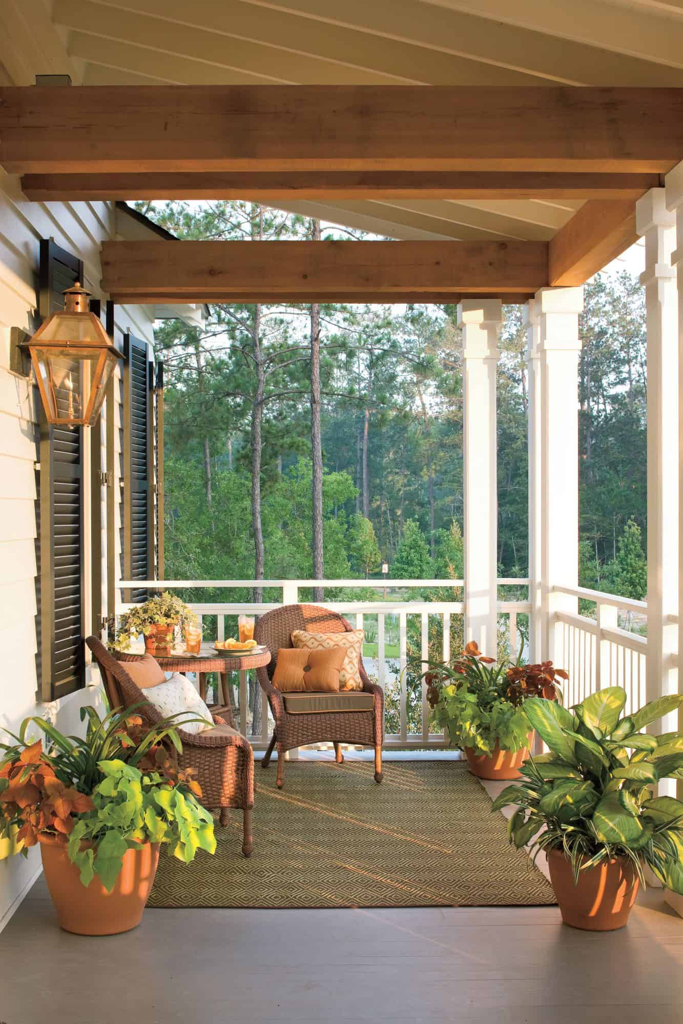 greenery in porch Outdoor Summer décor ideas that is too good to not indulge in