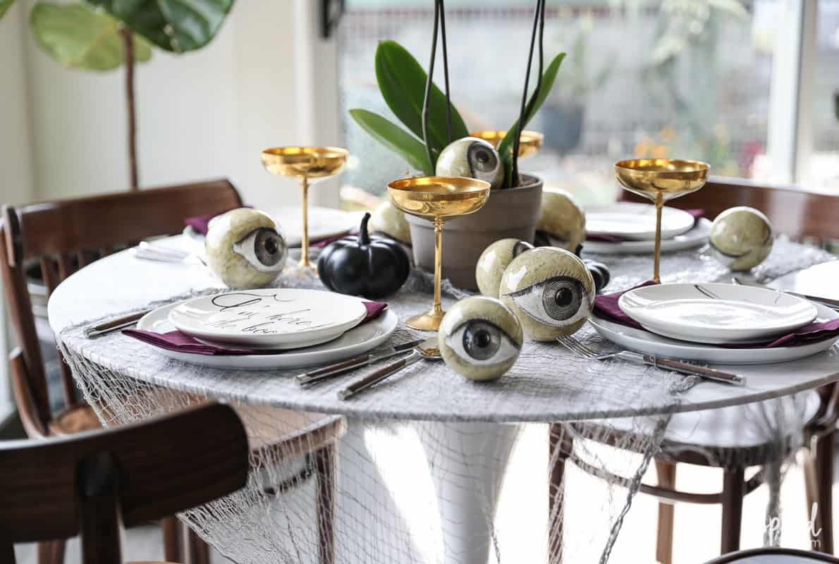 cobwebs on tsble Last minute Halloween dining table décor