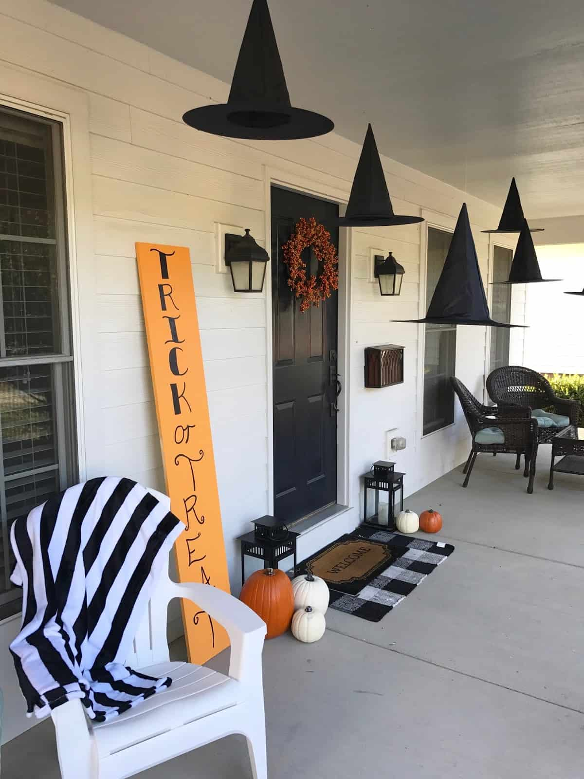 haloween hats Halloween front porch décor that will make your neighbors jealous