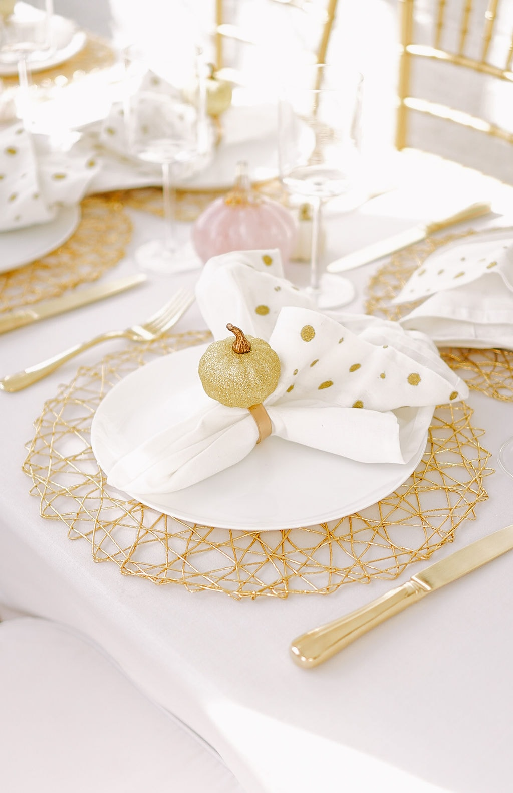 white and gold pumpkin 3 Last minute Halloween dining table décor