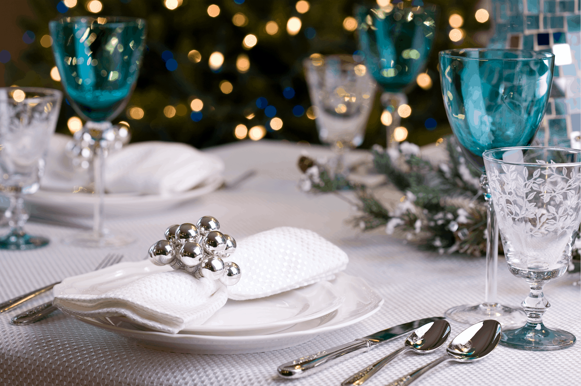 blue christmas decor Enchanting Christmas Table Setting Ideas