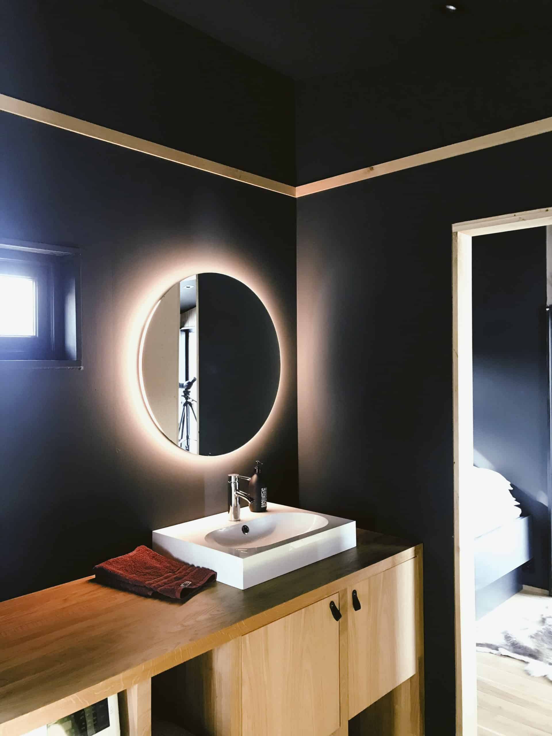 integrated bayhroom ligjts Bathroom trends for 2021 that will take your selfcare routine to the next level!
