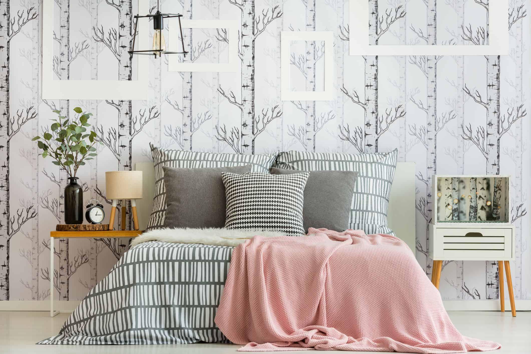 pattern wallppaer in small bedroom