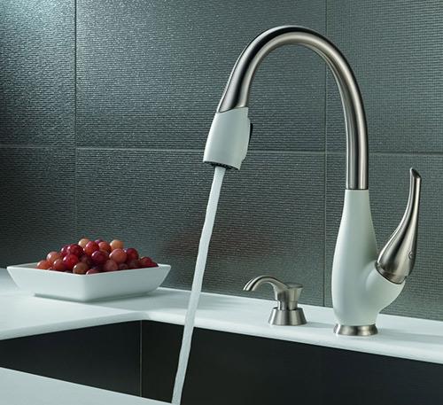 delta fuse kitchen faucet 2