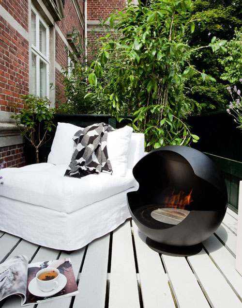 bio ethanol fireplace globe vauni 1 Indoor Outdoor BioEthanol Fireplace by Vauni