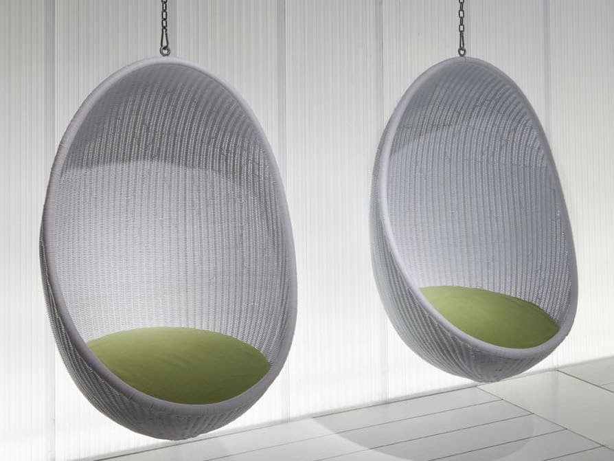 Suspended wicker chair egg by pierantonio bonacina for Chairs that hang from the ceiling ikea