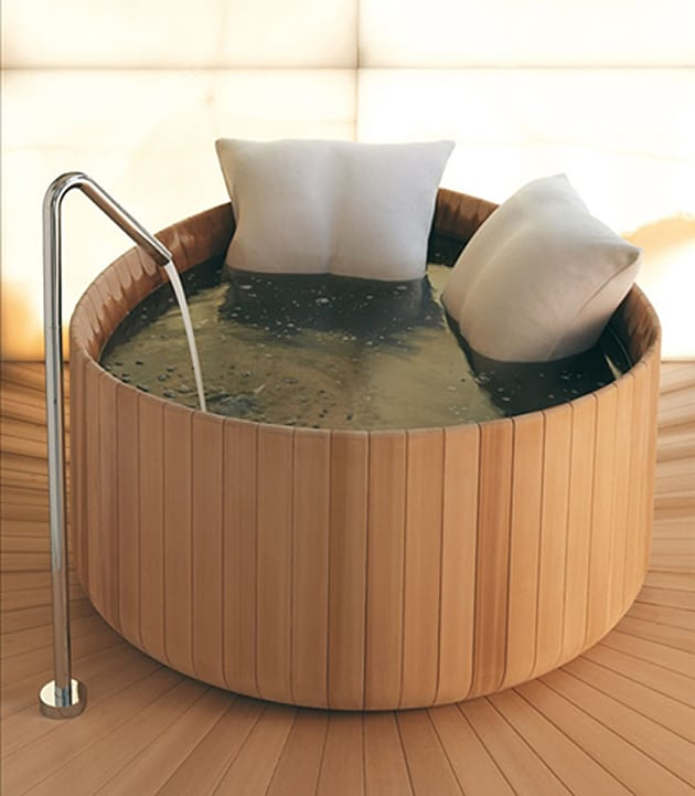 round-soaking-cedar-tub-puntoacqua.jpg
