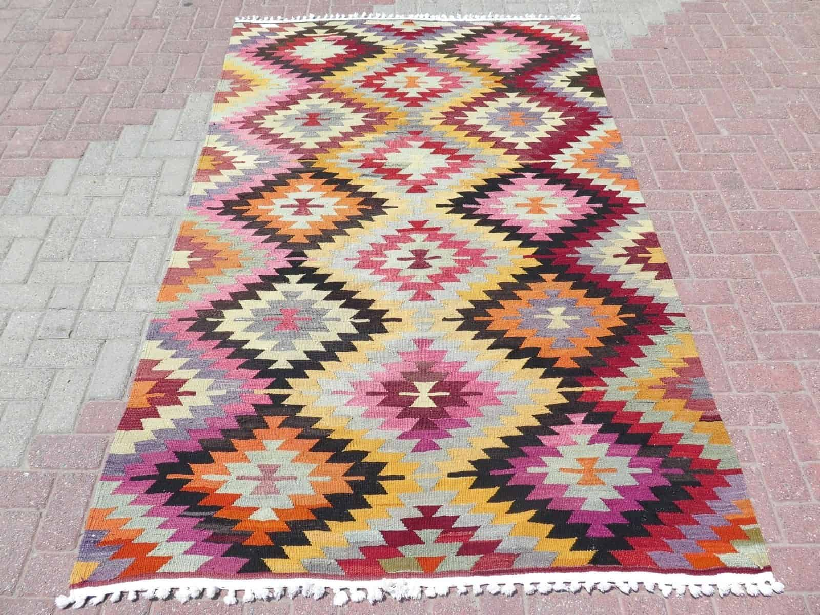 45 Modern Kilim Rugs For The Hottest Trend