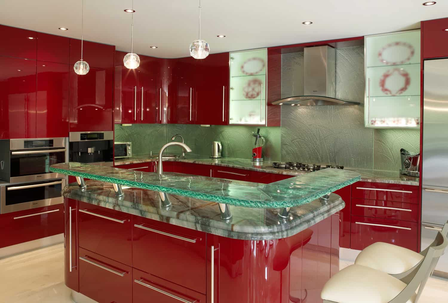 Modern kitchen countertops from unusual materials 30 ideas Kitchen profile glass design