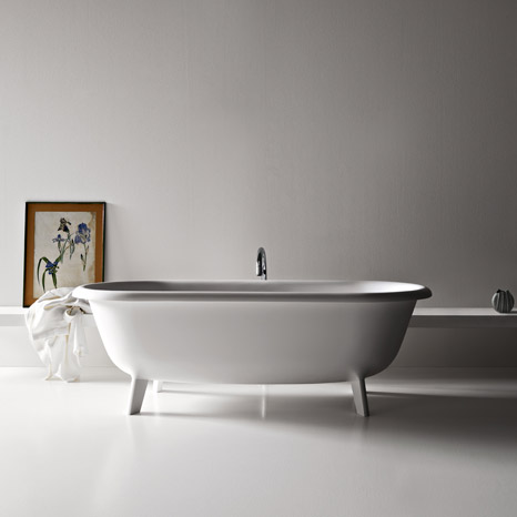 Old fashioned bathtubs in modern material by agape for Modern claw foot tub