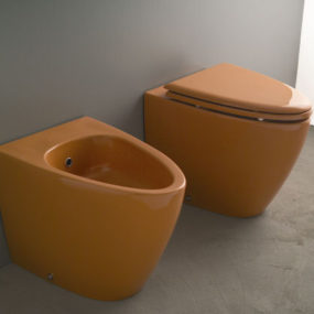 Colored toilet and bidet from Aquaplus Solutions – the Barca Collection