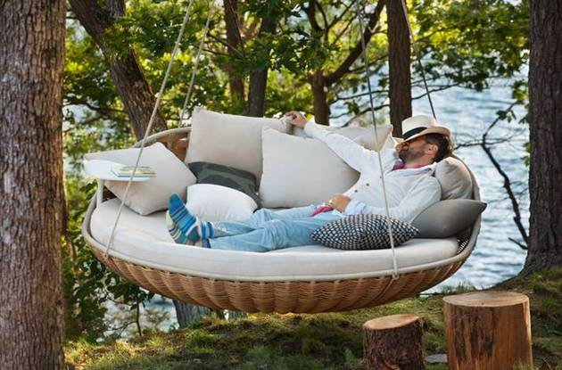 swingrest hanging lounger from dedon 1 thumb 630x415 9914 Dedon Swingrest hanging lounger for luxury loafing