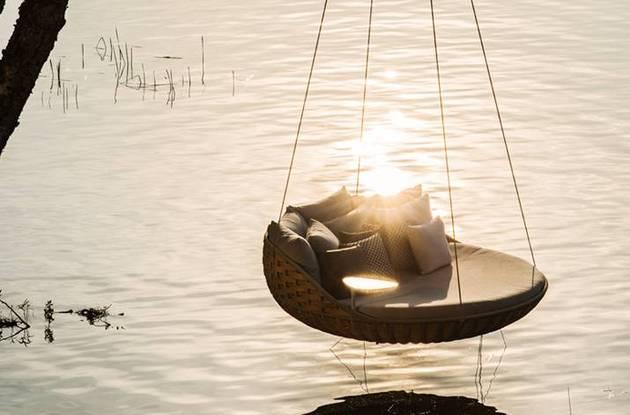 swingrest-hanging-lounger-from-dedon-6.jpg