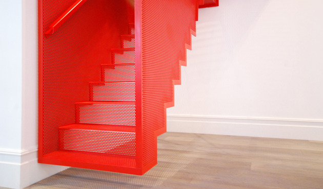 amazing-bespoke-red-hot-perforated-steel-suspended-staircase-diapo-4-material.JPG