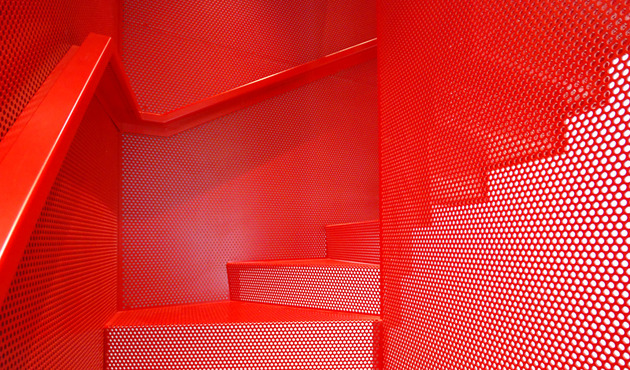 amazing-bespoke-red-hot-perforated-steel-suspended-staircase-diapo-5-treads.JPG