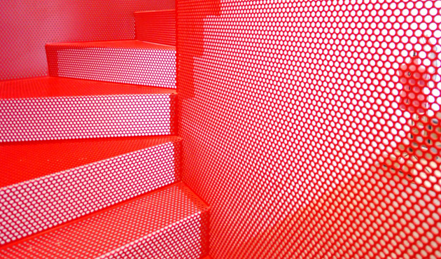 amazing-bespoke-red-hot-perforated-steel-suspended-staircase-diapo-6-balustrade.JPG
