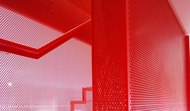 amazing-bespoke-red-hot-perforated-steel-suspended-staircase-diapo-8-mesh.JPG