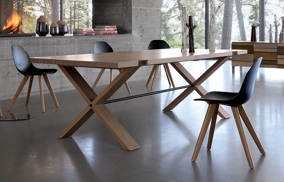 Large wooden dining table oxymore from roche bobois for Table ardoise roche bobois