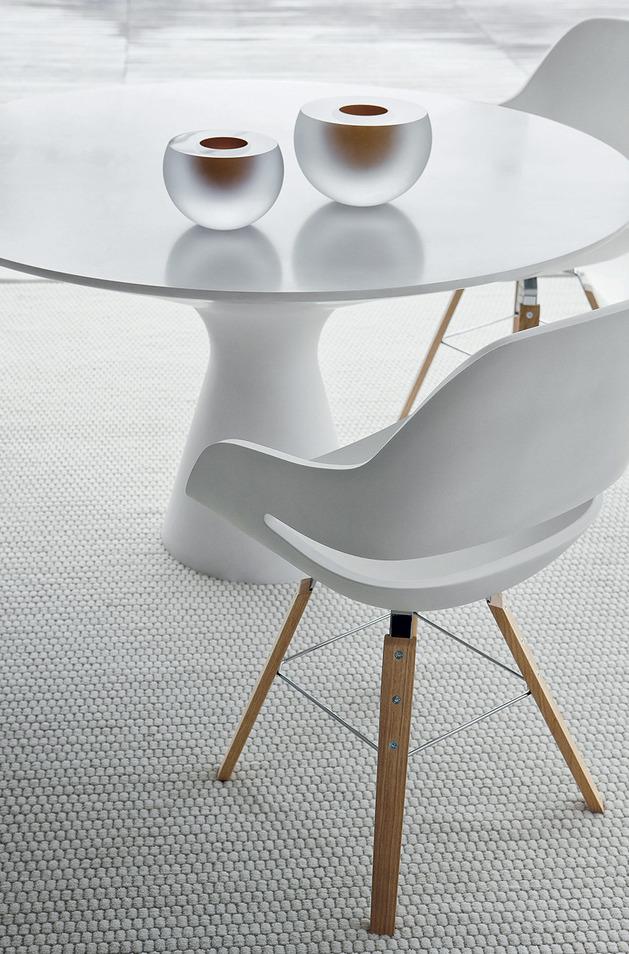 elegant white pedestal table blanco by zanotta 2 thumb 630x954 22902 Elegant White Pedestal Table: Blanco by Zanotta