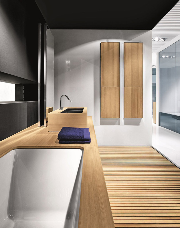 Ergonomic Bathroom System From Makro Integrates Bathtub